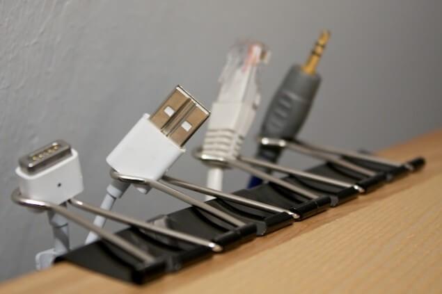 2-Suport-pentru-cablurile-calculatorului
